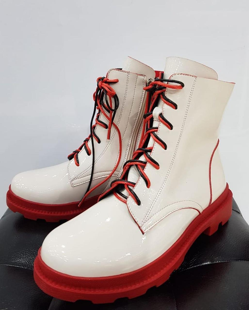 Ботинки лаковые - фото 2