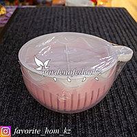 Салатник с крышкой. Материал: Пластик. Цвет: Белый/Розовый.