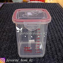 Контейнер для хранения, с мерной шкалой, с крышкой. Материал: Пластик. Цвет: Прозрачный/Красный. Объем: 1.1л.