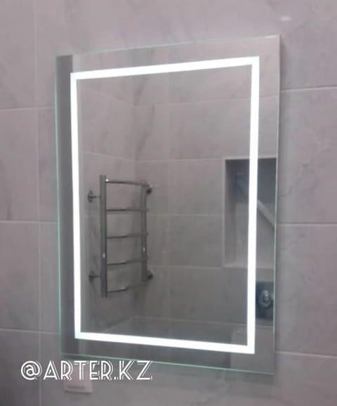 Зеркало с LED-подсветкой