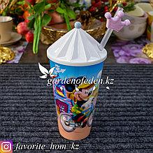 Стакан детский с трубочкой и крышкой, с декором. Материал: Пластик. Цвет: Разные цвета.