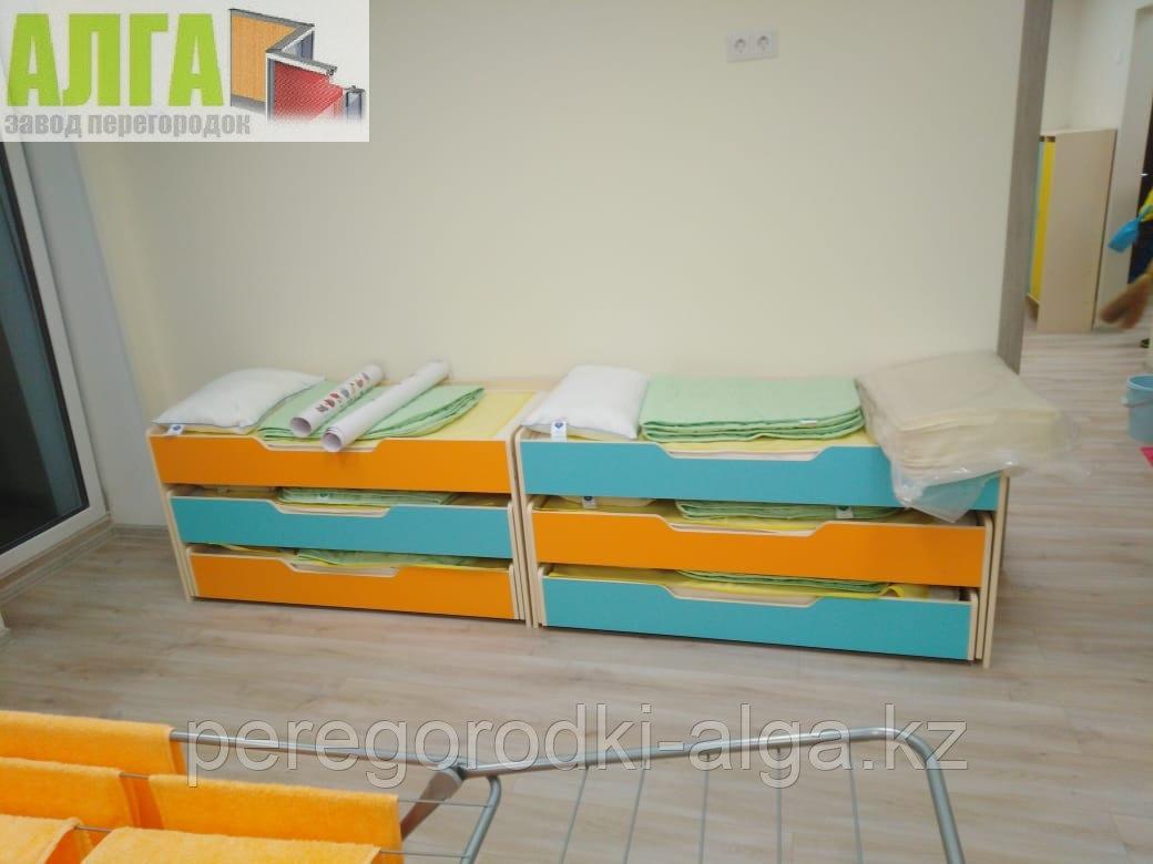 Кровать трехъярусная для детского сада