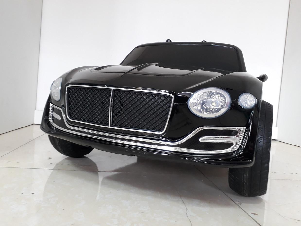 Красивый электромобиль Bentley Continental.
