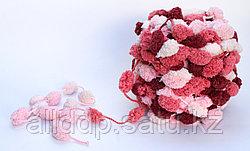 Пряжа с помпонами, бело-розовая