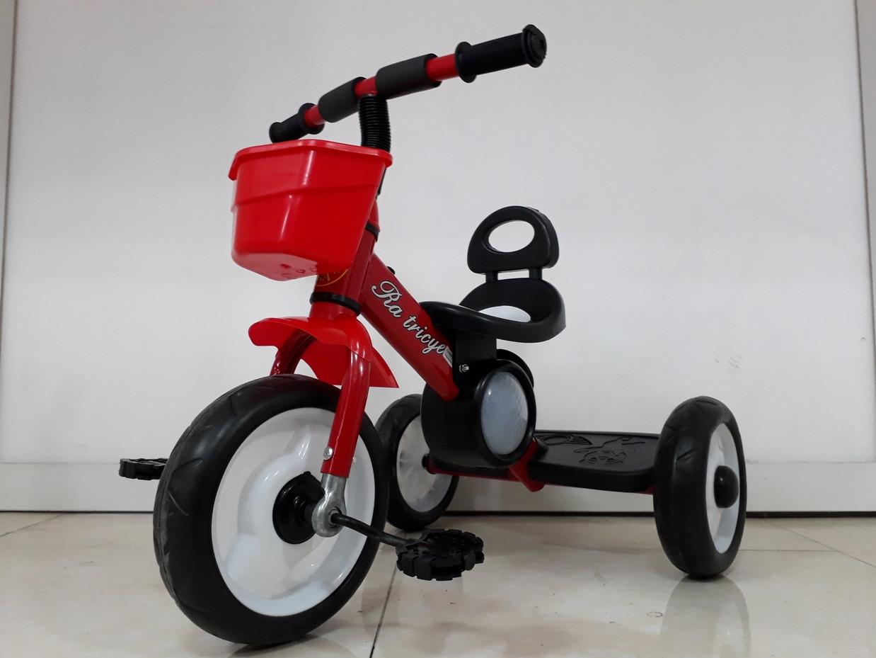 Детский трехколесный велосипед с задней фарой и мелодиями