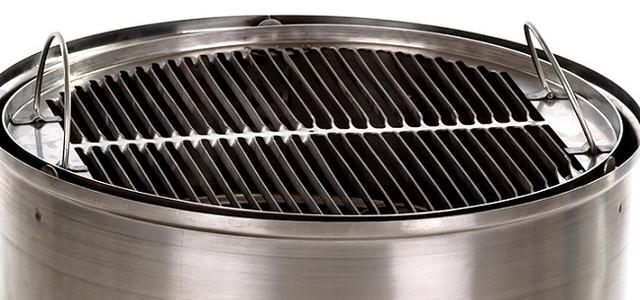 На такой решетке можно одновременно жарить несколько больших стейков!