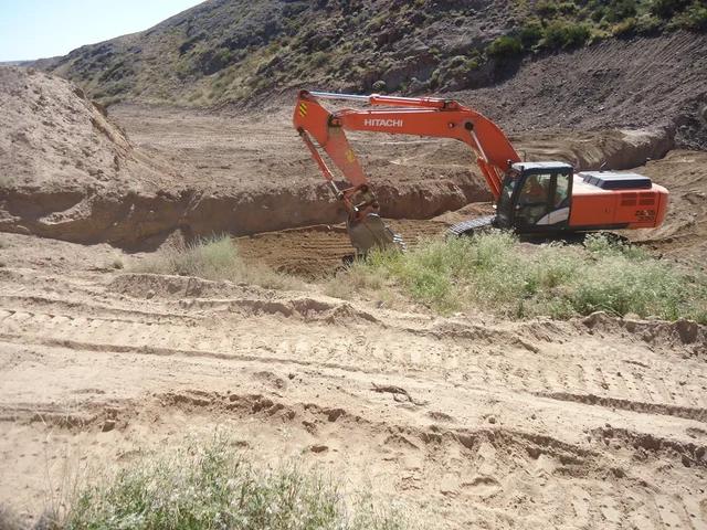 Строительство дамбы для создания искусственного озера -1