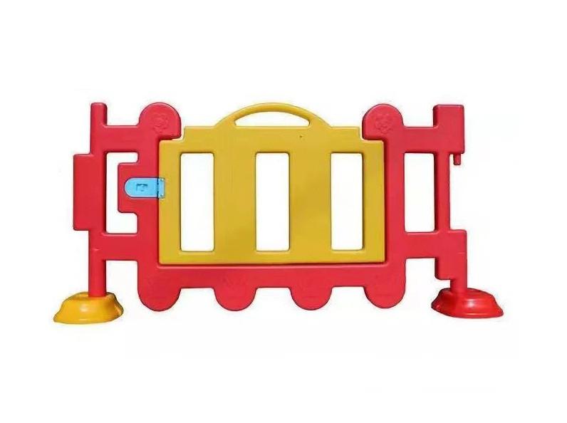 Дверца для низкого детского заборчика