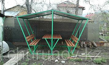 Беседка с двумя скамейками и со столом