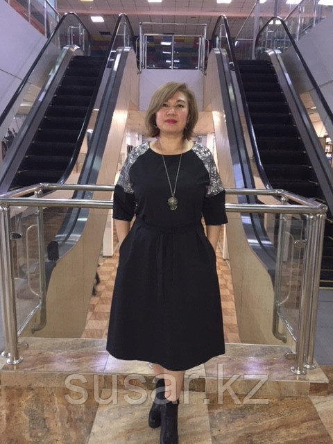 Платье черное с вставками