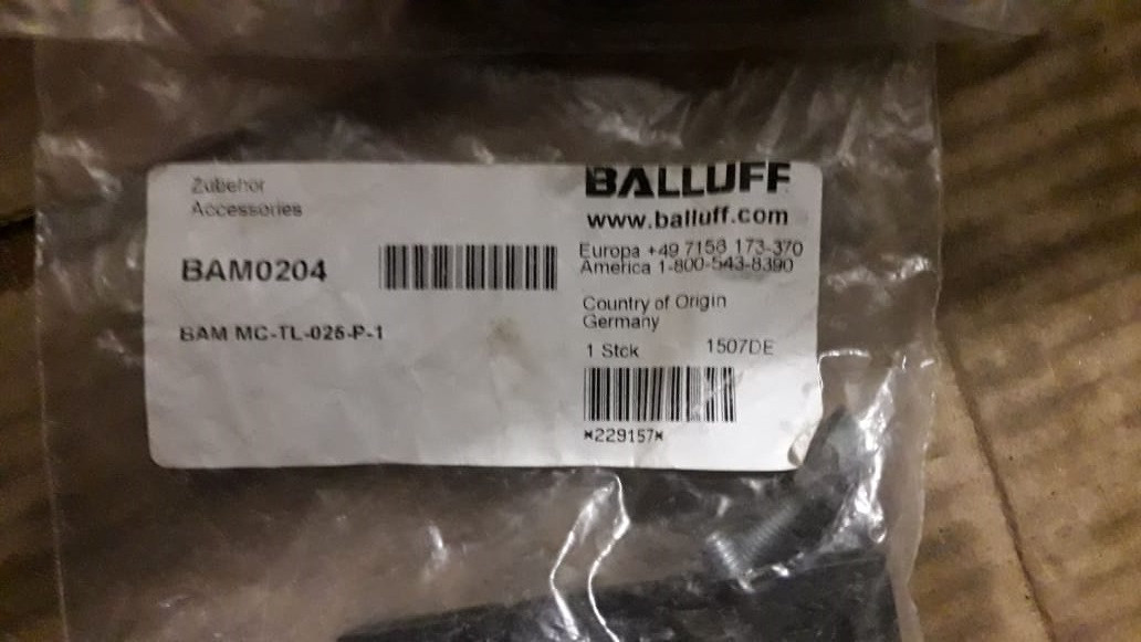BAM0204 Крепление с болтами BALLUFF
