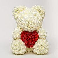 3D Мишка из роз Белый с красным сердцем