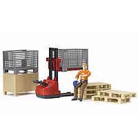 Механический складской погрузчик со складскими аксессуарами и фигуркой Bruder, фото 1