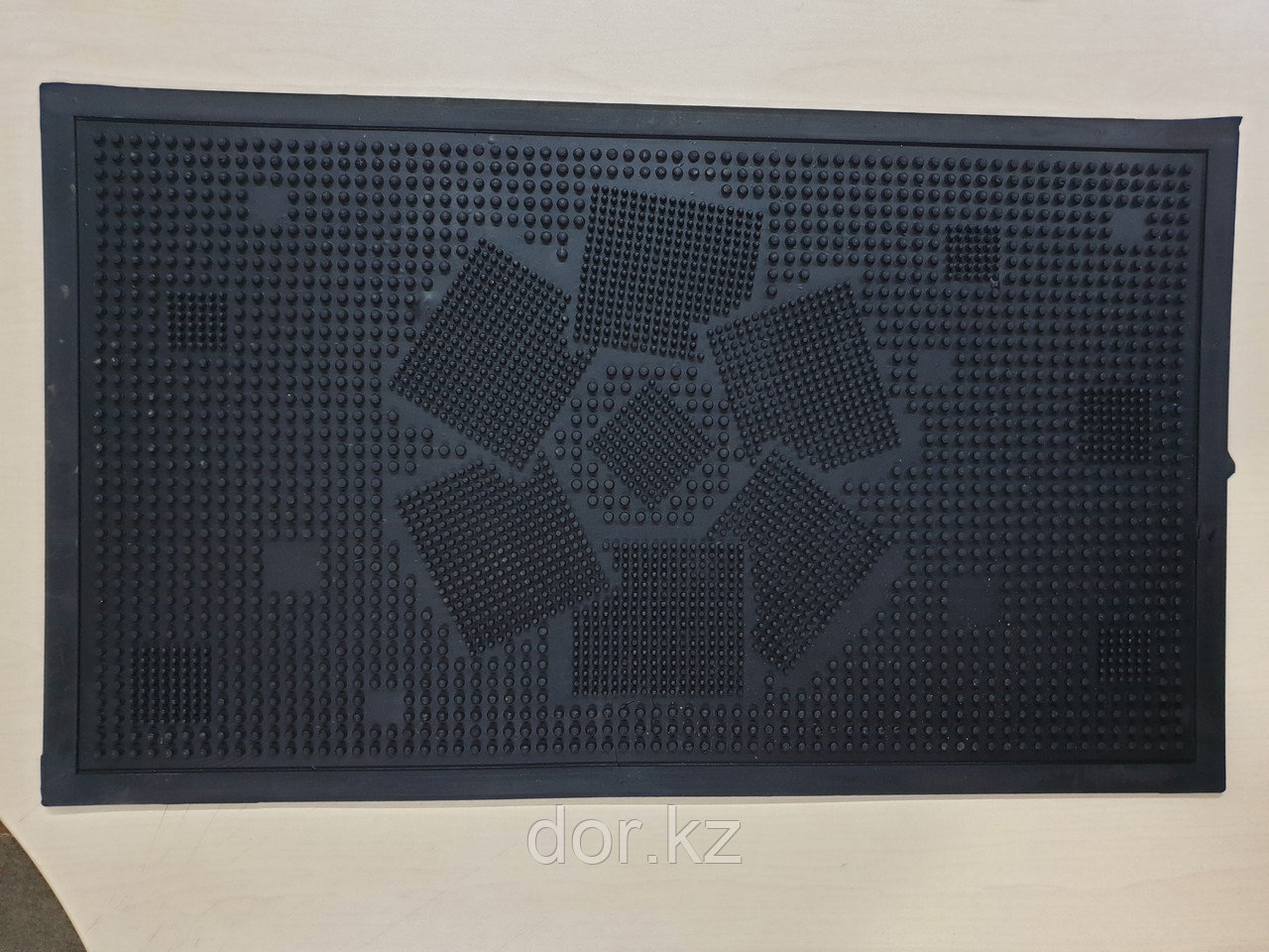 Коврик резиновый придверный 700х410х10мм