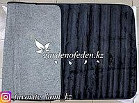 Ковер маленький. Материал: Искусственный мех. Цвет: Черный.