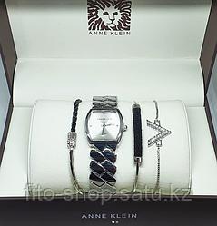 Женские часы с браслетами