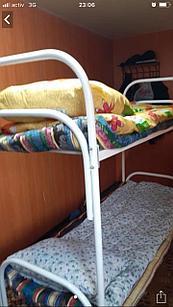 Металлическая кровать двухъярусная для строителей