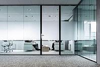 Прозрачные двери маятникового типа