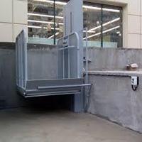 Вертикальный подъемник для инвалидов уличный