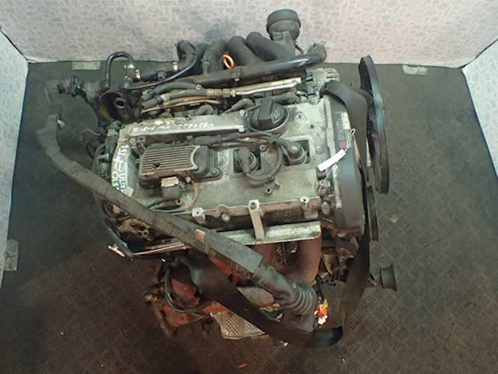 Двигатель (ДВС) Volkswagen Passat 5  APT