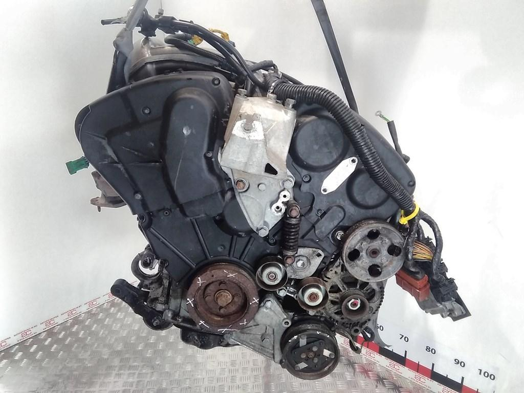 Двигатель (ДВС) Peugeot 406  XFX