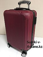 Маленький пластиковый дорожный чемодан на 4-х колесах.Высота 53 см, ширина 35 см, глубина 25 см., фото 1