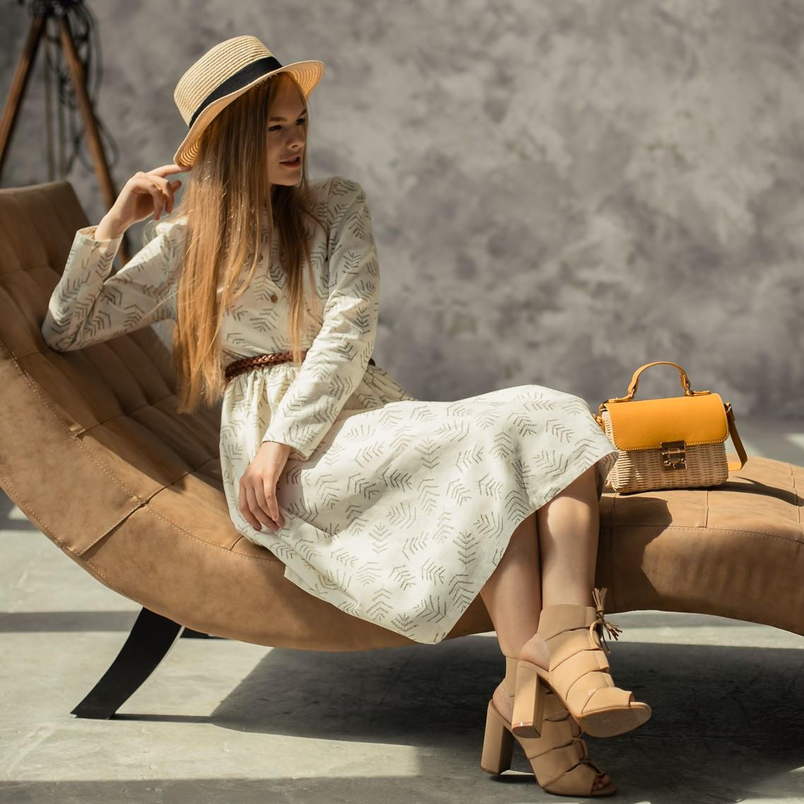 Женское льняное платье миди А-силуэта - фото 4