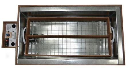 Благодаря оцинкованным стенкам и разборной конструкции почистить инкубатор очень просто (кликните для увеличения)