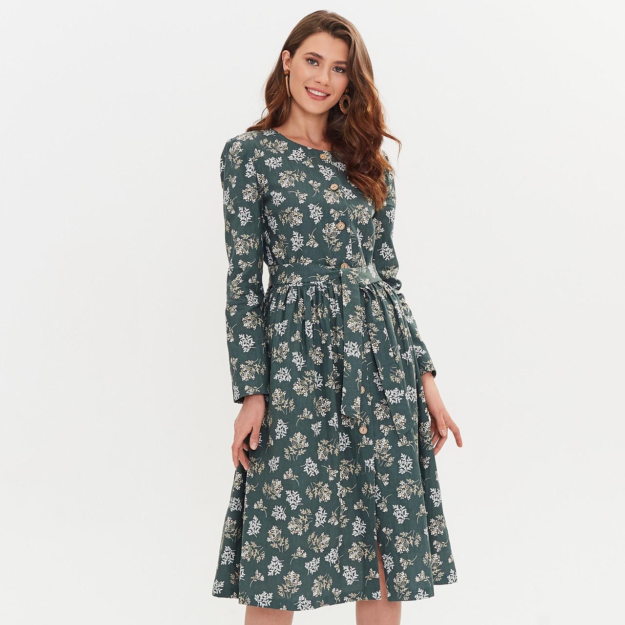 Льняное платье-халат зеленого цвета с растительным принтом. - фото 4