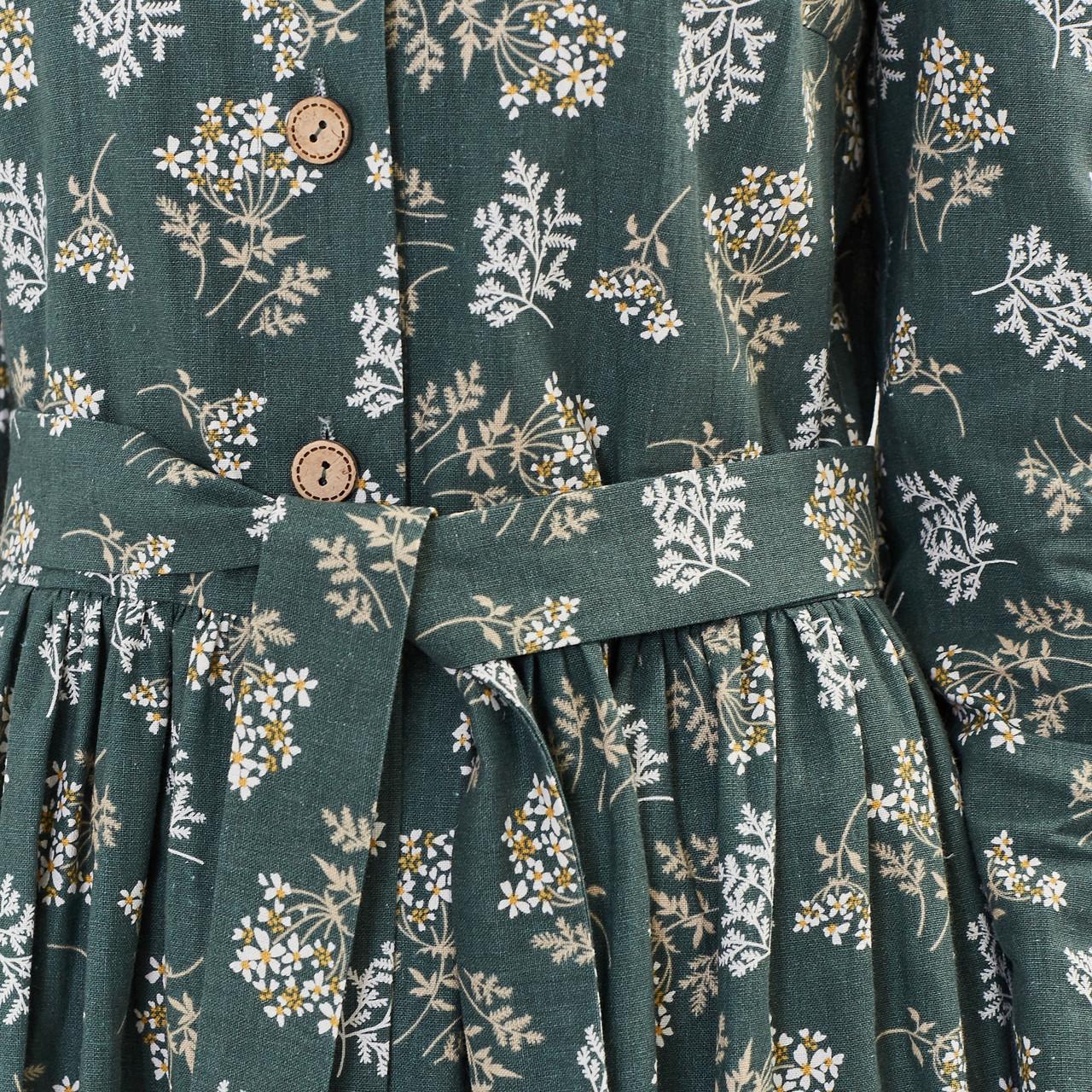 Льняное платье-халат зеленого цвета с растительным принтом. - фото 5