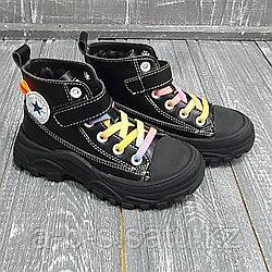 Кеды  черные, с радужными шнурками
