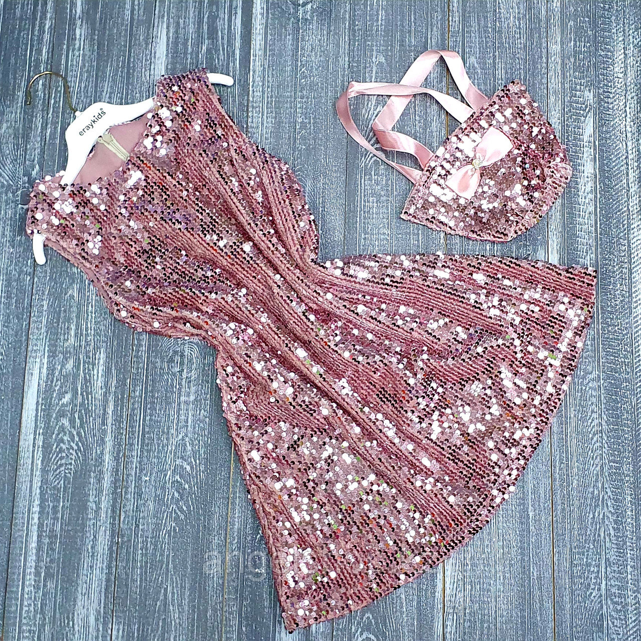 Платье розовое с пайетками и с сумочкой