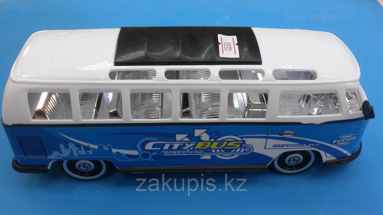 Игрушечный автобус
