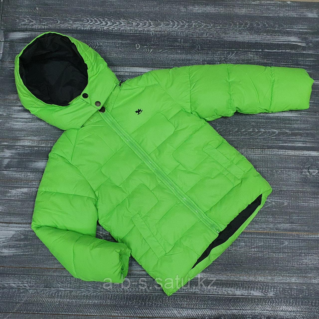 Весенняя куртка в ярко-зеленой расцветке