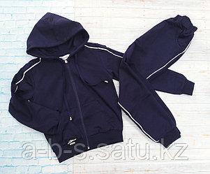 Cпортивный костюм в темно синей расцветке с лампасами