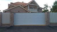 Откатные ворота 4000х2200 белого цвета. Сэндвич-панели