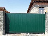 Откатные ворота с калиткой. Зеленый цвет 4000х2200