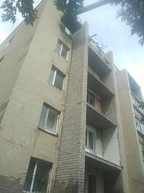 Демонтаж и монтаж аварийных балконов, ремонт фасада, ремонт кровли на доме по адресу пр Республики 7/1. 2