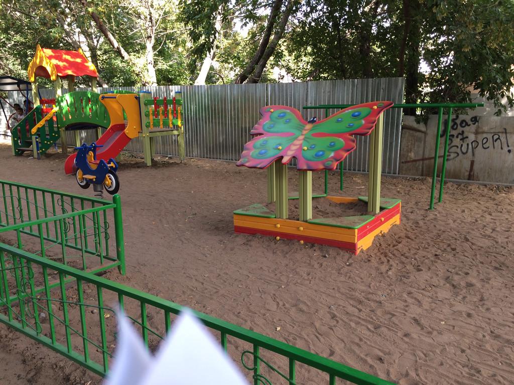 Благоустройство территории и устройство детской площадки по ул. Абая