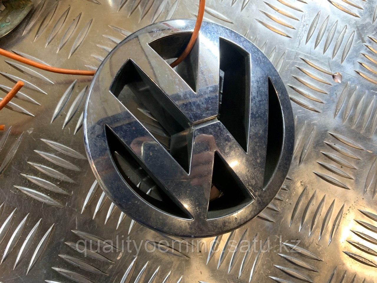 3B0853601C - Решетка радиатора Volkswagen CADDY III