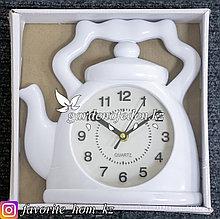 """Часы настенные """"Чайник"""". Материал: Пластик. Цвет: Белый. Размеры: 24x24см."""
