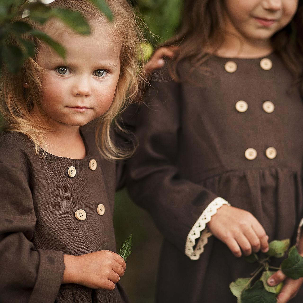 Льняное платье для девочек шоколадного цвета с белым кружевом - фото 4