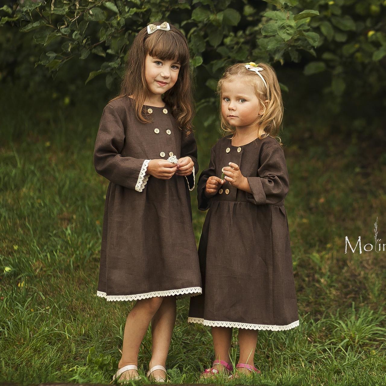 Льняное платье для девочек шоколадного цвета с белым кружевом - фото 1