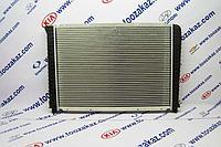 Радиатор охлаждения (основной) (для авто без кондиционера/проверь по VIN!!!) Volvo 740/940/960 (1990