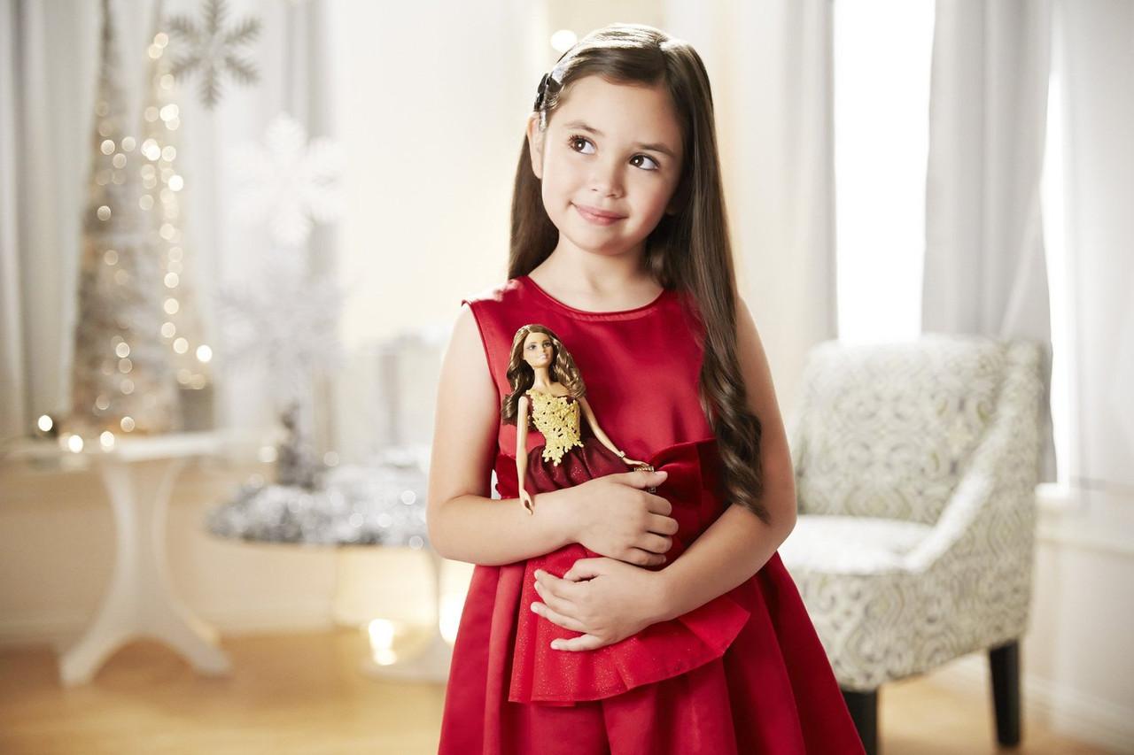 Barbie Коллекционная кукла Шатенка в красном платье - Праздничная 2016, Барби