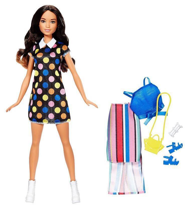 Barbie Кукла Барби Шатенка, 2 наряда