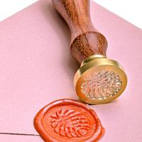 Штампы для сургуча 25 мм. с деревянной ручкой.