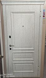 Входная Дверь «Белый с сер.патиком»