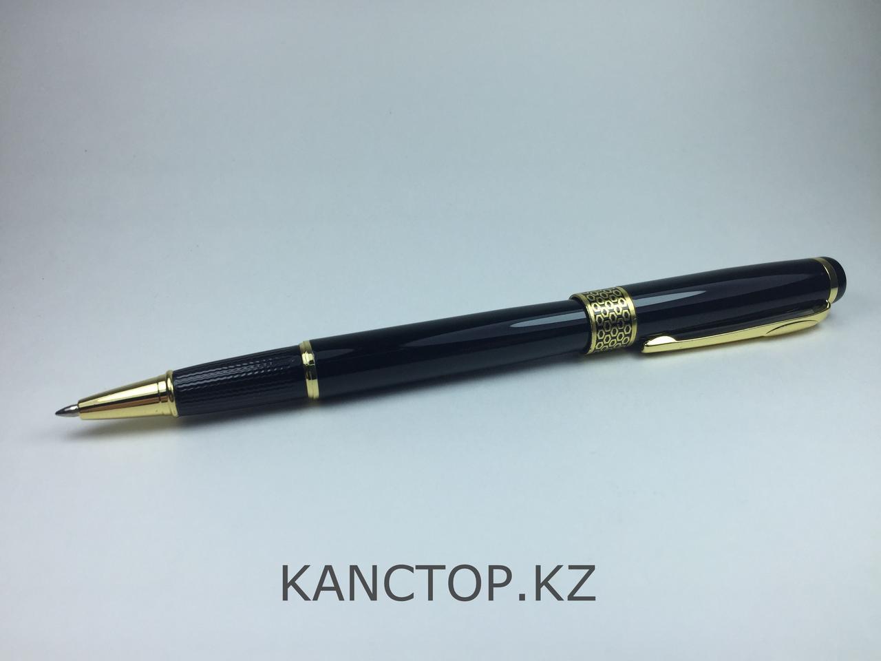 Ручка подарочная черная с золотыми элементами