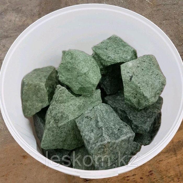 Жадеит, камень колотый, ведро 10кг